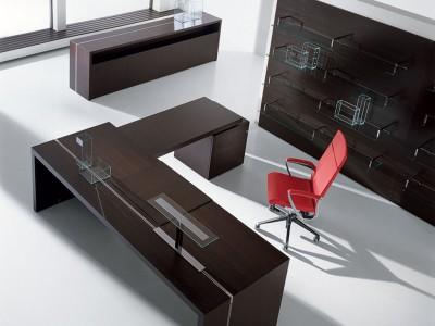 Scrivania ufficio arredamento noleggio attrezzature for Master arredamento interni
