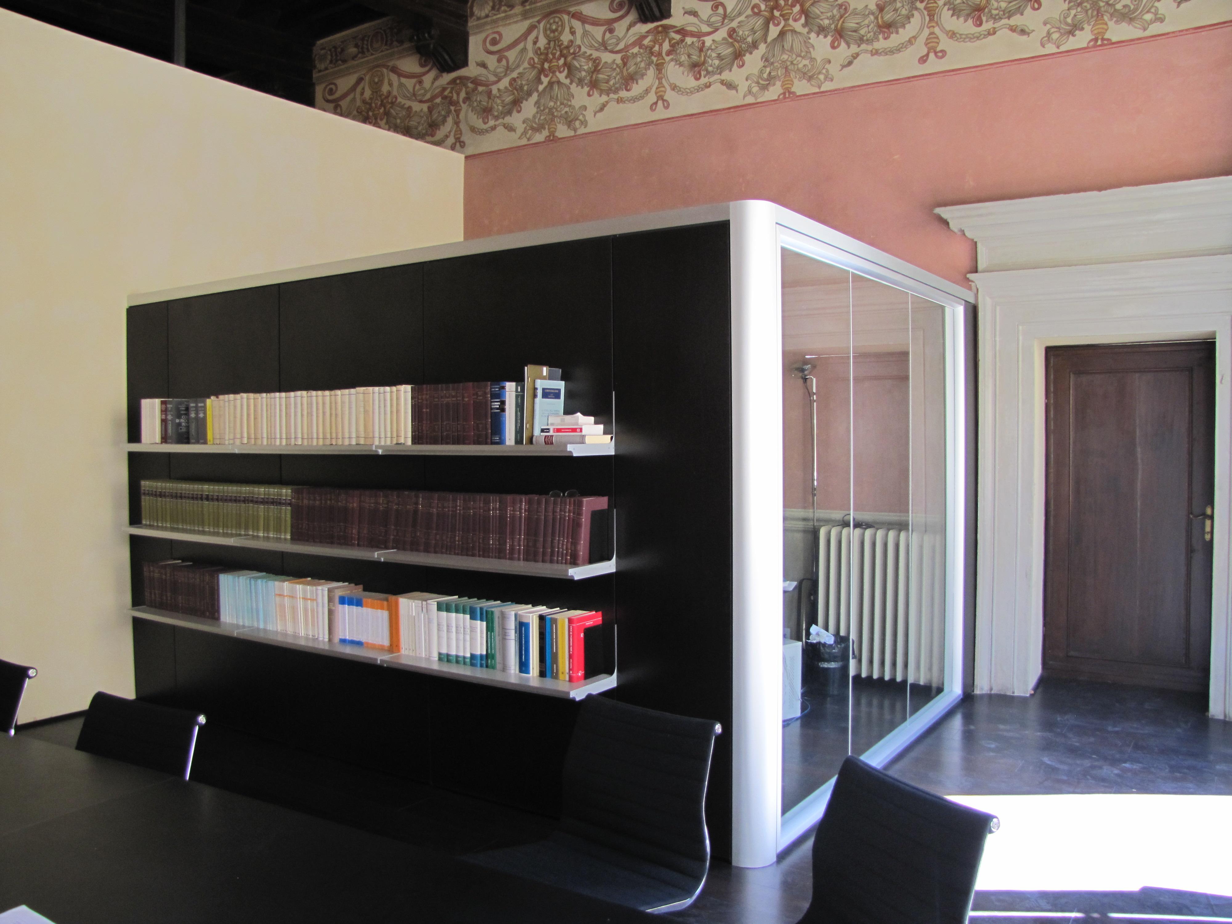 Studio legale gatteschi arredamento ufficio by nuova for Arredamento studio legale moderno